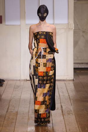Показ Maison Martin Margiela коллекции сезона Весна-лето 2014 года haute couture - www.elle.ru - Подиум - фото 575099