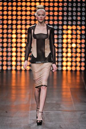 Показ Julien Fournie коллекции сезона Осень-зима 2012-2013 года Haute couture - www.elle.ru - Подиум - фото 404517