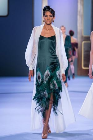Показ Ulyana Sergeenko коллекции сезона Весна-лето 2014 года Haute couture - www.elle.ru - Подиум - фото 574765