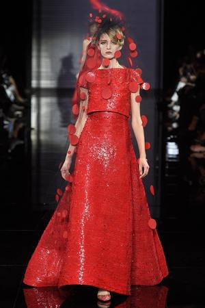 Показ Armani Prive коллекции сезона Осень-зима 2014-2015 года Haute couture - www.elle.ru - Подиум - фото 584946