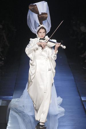 Показ Jean Paul Gaultier коллекции сезона Осень-зима 2010-2011 года Haute couture - www.elle.ru - Подиум - фото 168538