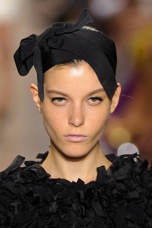 Показ Giambattista Valli коллекции сезона Осень-зима 2011-2012 года Haute couture - www.elle.ru - Подиум - фото 277823