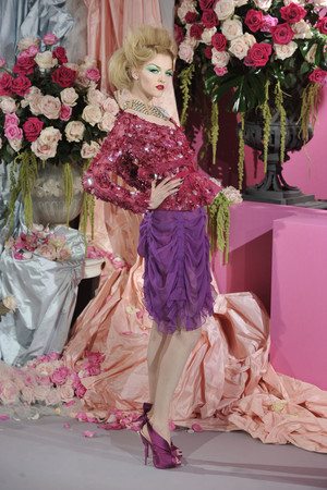 Показ Christian Dior коллекции сезона Весна-лето 2010 года Haute couture - www.elle.ru - Подиум - фото 138240