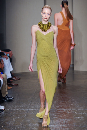 Показ Donna Karan коллекции сезона Весна-лето 2012 года Prêt-à-porter - www.elle.ru - Подиум - фото 295189