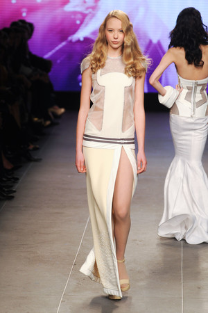 Показ Julien Fournie коллекции сезона Весна-лето 2012 года Haute couture - www.elle.ru - Подиум - фото 331786