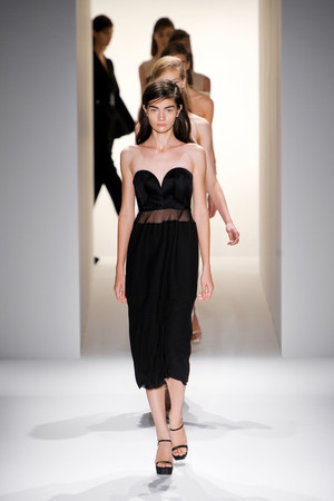 Показ Calvin Klein Collection коллекции сезона Весна-лето 2013 года prêt-à-porter - www.elle.ru - Подиум - фото 423614