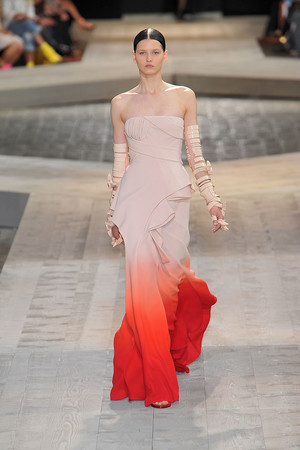Показ Givenchy коллекции сезона Осень-зима 2009-2010 года haute couture - www.elle.ru - Подиум - фото 87745
