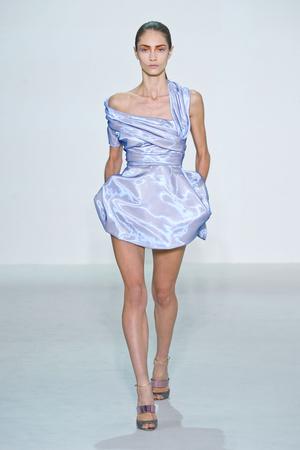 Показ Christian Dior коллекции сезона Весна-лето 2013 года Prêt-à-porter - www.elle.ru - Подиум - фото 453193