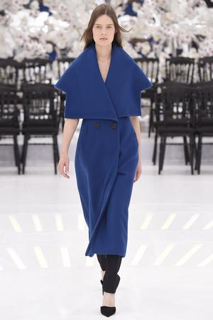 Показ Christian Dior коллекции сезона Осень-зима 2014-2015 года Haute couture - www.elle.ru - Подиум - фото 584659