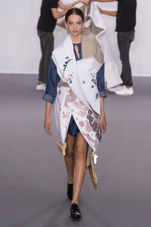 Показ Viktor & Rolf коллекции сезона Осень-зима 2015-2016 года Haute couture - www.elle.ru - Подиум - фото 597330