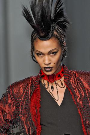 Показ Jean Paul Gaultier коллекции сезона Весна-лето 2011 года Haute couture - www.elle.ru - Подиум - фото 217785