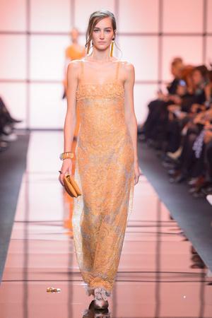 Показ Giorgio Armani Privé коллекции сезона Весна  2017 года Haute couture - www.elle.ru - Подиум - фото 616476