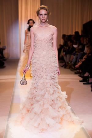 Показ Giorgio Armani Privé коллекции сезона Осень-зима 2013-2014 года haute couture - www.elle.ru - Подиум - фото 556406