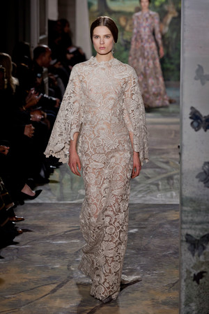 Показ Valentino коллекции сезона Весна-лето 2014 года haute couture - www.elle.ru - Подиум - фото 575249