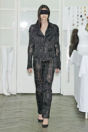 Показ Maison Martin Margiela коллекции сезона Осень-зима 2010-2011 года Haute couture - www.elle.ru - Подиум - фото 167113