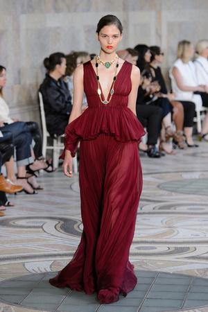 Показ Giambattista Valli коллекции сезона Осень-зима 2017-2018 года Haute couture - www.elle.ru - Подиум - фото 623869