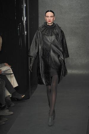 Показ Donna Karan коллекции сезона Осень-зима 2010-2011 года Prêt-à-porter - www.elle.ru - Подиум - фото 145200