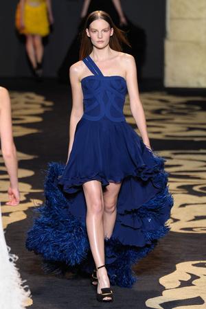 Показ Versace коллекции сезона Осень-зима 2011-2012 года prêt-à-porter - www.elle.ru - Подиум - фото 245998