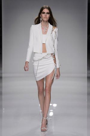 Показ Atelier Versace коллекции сезона Весна-лето  2016 года Haute couture - www.elle.ru - Подиум - фото 602605