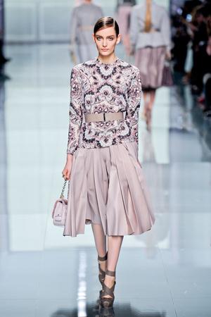 Показ Christian Dior коллекции сезона Осень-зима 2012-2013 года prêt-à-porter - www.elle.ru - Подиум - фото 376291