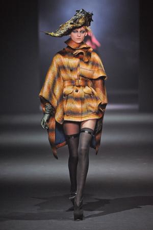 Показ John Galliano коллекции сезона Осень-зима 2012-2013 года Prêt-à-porter - www.elle.ru - Подиум - фото 381393