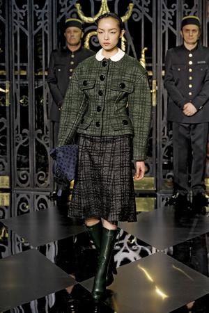 Показ Louis Vuitton коллекции сезона Осень-зима 2011-2012 года prêt-à-porter - www.elle.ru - Подиум - фото 255487