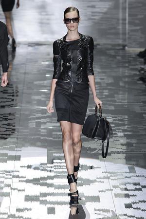 Показ Gucci коллекции сезона Весна-лето 2010 года prêt-à-porter - www.elle.ru - Подиум - фото 116600