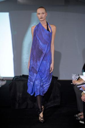 Показ Atelier Gustavo Lins коллекции сезона Осень-зима 2011-2012 года haute couture - www.elle.ru - Подиум - фото 278125