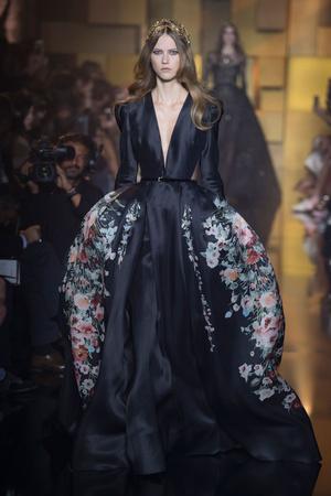 Показ Elie Saab коллекции сезона Осень-зима 2015-2016 года Haute couture - www.elle.ru - Подиум - фото 597186