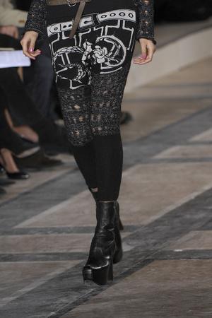 Показ Vivienne Westwood коллекции сезона Осень-зима 2009-2010 года prêt-à-porter - www.elle.ru - Подиум - фото 100202