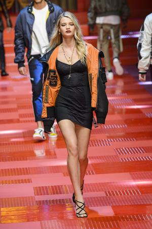 Показ Dolce & Gabbana коллекции сезона Весна-лето 2018 года Men prêt-à-porter - www.elle.ru - Подиум - фото 622338
