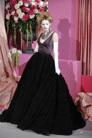 Показ Christian Dior коллекции сезона Весна-лето 2010 года haute couture - www.elle.ru - Подиум - фото 138242
