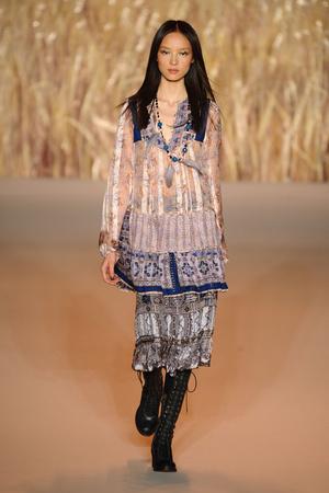 Показ Anna Sui коллекции сезона Весна-лето 2011 года prêt-à-porter - www.elle.ru - Подиум - фото 177318