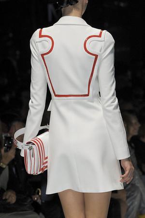 Показ Versace коллекции сезона Весна-лето 2011 года prêt-à-porter - www.elle.ru - Подиум - фото 185794