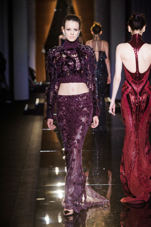 Показ Versace Haute Couture коллекции сезона Осень-зима 2013-2014 года Haute couture - www.elle.ru - Подиум - фото 556634