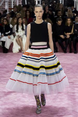 Показ Christian Dior коллекции сезона Весна-лето 2015 года Haute couture - www.elle.ru - Подиум - фото 592835