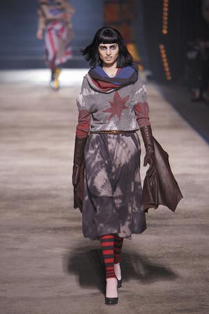 Показ Vivienne Westwood коллекции сезона Осень-зима 2010-2011 года prêt-à-porter - www.elle.ru - Подиум - фото 155626
