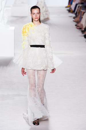 Показ Giambattista Valli коллекции сезона Осень-зима 2013-2014 года Haute couture - www.elle.ru - Подиум - фото 556441