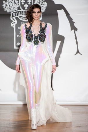 Показ On Aura Tout Vu коллекции сезона Весна-лето 2013 года Haute couture - www.elle.ru - Подиум - фото 480263