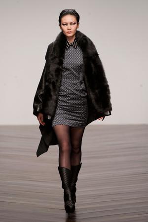Показ Aminaka Wilmont коллекции сезона Осень-зима 2013-2014 года Prêt-à-porter - www.elle.ru - Подиум - фото 512438