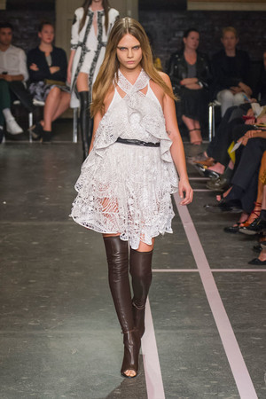 Показ Givenchy коллекции сезона Весна-лето 2015 года prêt-à-porter - www.elle.ru - Подиум - фото 591264