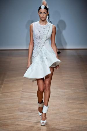 Показ On Aura Tout Vu коллекции сезона Весна-лето 2014 года haute couture - www.elle.ru - Подиум - фото 574352
