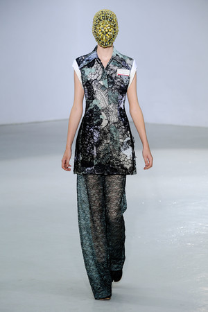 Показ Maison Martin Margiela коллекции сезона Осень-зима 2012-2013 года Haute couture - www.elle.ru - Подиум - фото 405028