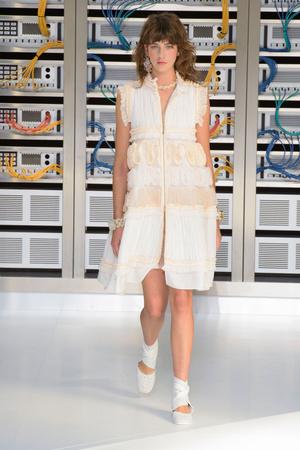 Показ Chanel коллекции сезона Весна-лето  2017 года Prêt-à-porter - www.elle.ru - Подиум - фото 607929