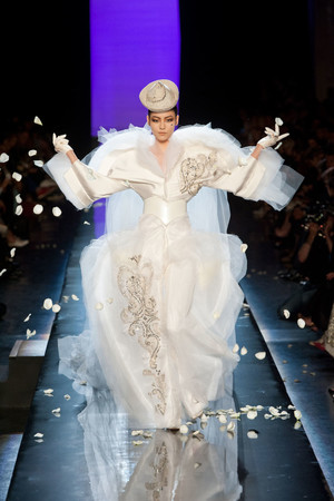 Показ Jean Paul Gaultier коллекции сезона Осень-зима 2013-2014 года Haute couture - www.elle.ru - Подиум - фото 556244