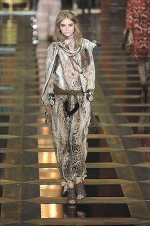 Показ Roberto Cavalli коллекции сезона Осень-зима 2010-2011 года Prêt-à-porter - www.elle.ru - Подиум - фото 151641