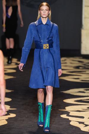 Показ Versace коллекции сезона Осень-зима 2011-2012 года prêt-à-porter - www.elle.ru - Подиум - фото 246008