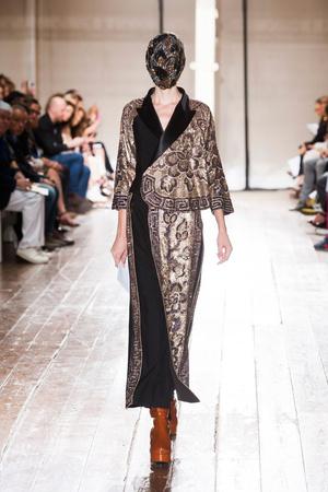 Показ Maison Martin Margiela коллекции сезона Осень-зима 2013-2014 года Haute couture - www.elle.ru - Подиум - фото 556298