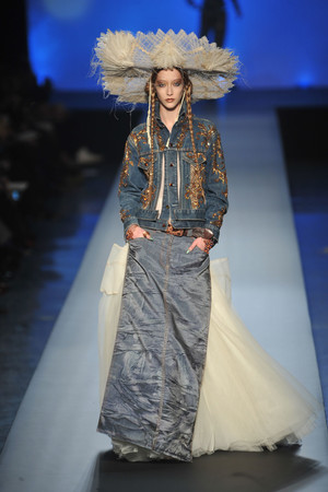 Показ Jean Paul Gaultier коллекции сезона Весна-лето 2010 года Haute couture - www.elle.ru - Подиум - фото 139036