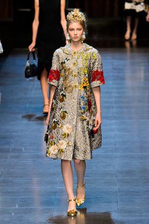 Показ Dolce & Gabbana коллекции сезона Весна-лето  2016 года prêt-à-porter - www.elle.ru - Подиум - фото 600503